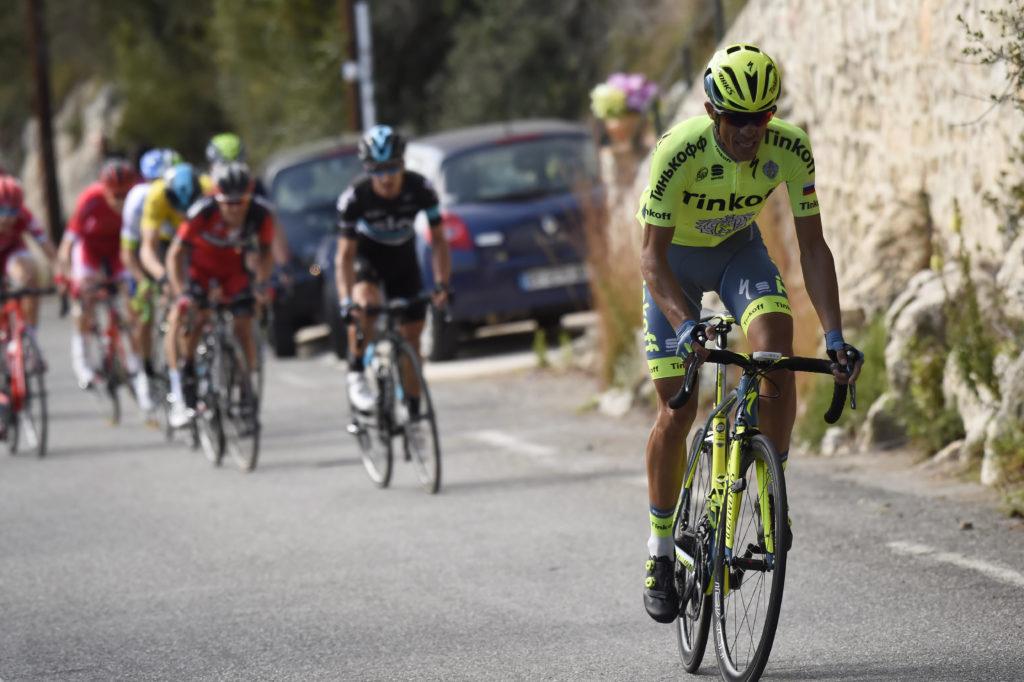 Alberto Contador tentant de faire craquer Geraint Thomas dans la dernière ascension de Paris-Nice 2016. Le gallois, auteur d'une ultime descente spectaculaire conservera 4 secondes sur l'espagnol pour l'emporter.