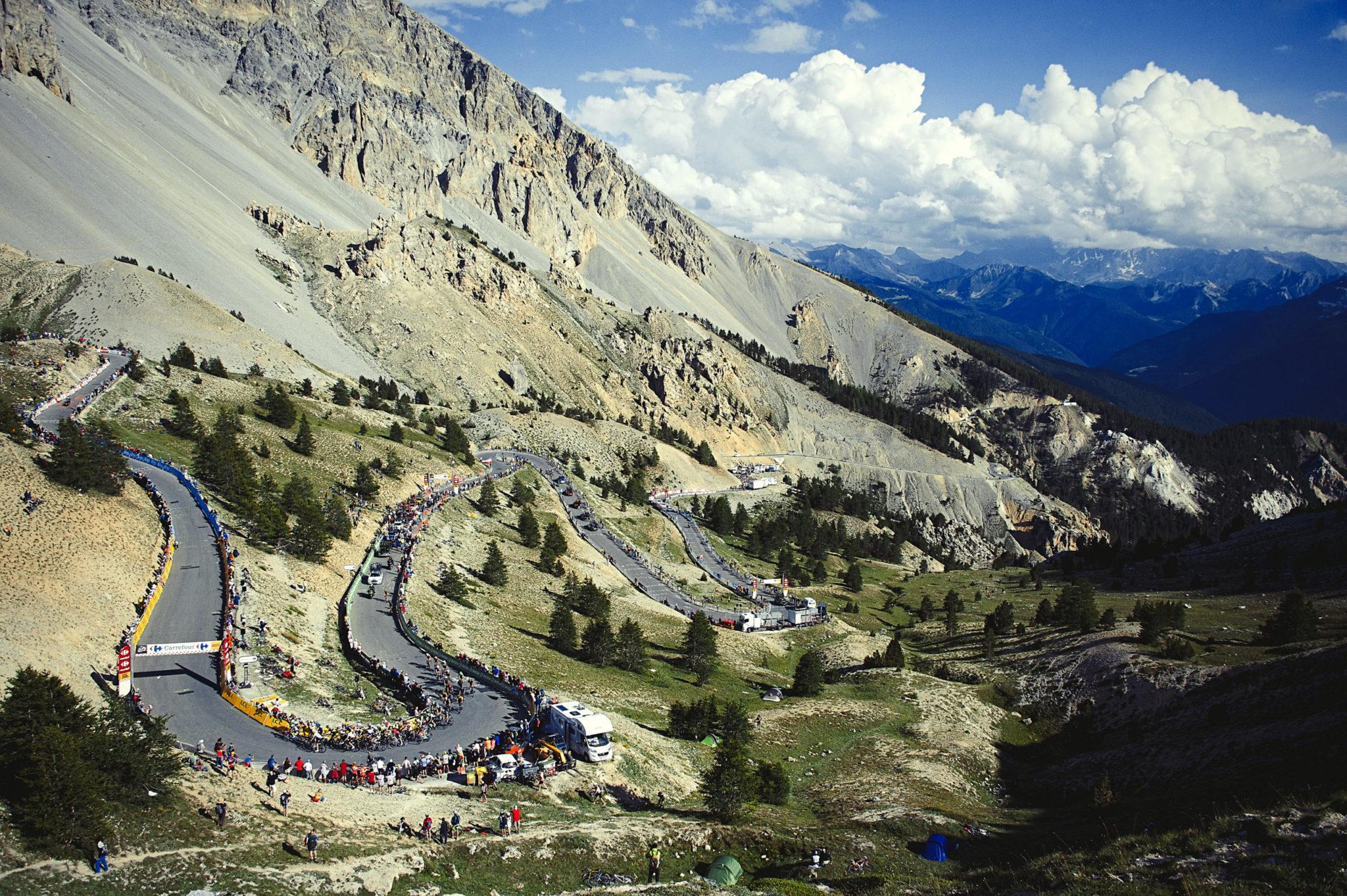 Les 10 cols français mythiques que vous devrez avoir gravi avant la fin de votre carrière cycliste