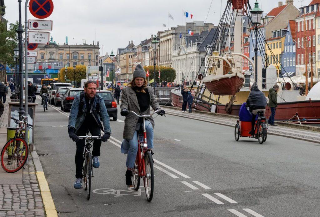 Ce qui fait la différence, ce n'est pas le nombre de cyclistes, mais plutôt les infrastructures prévues pour eux, notamment des pistes cyclables protégées et séparées