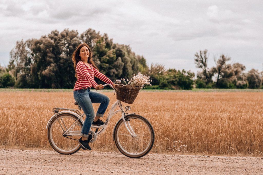 Vélo dans les champs