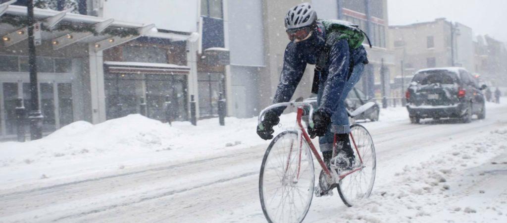 Velo en ville sous la neige