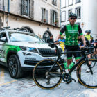 Team leader skoda we love cycling devant le kodiaq