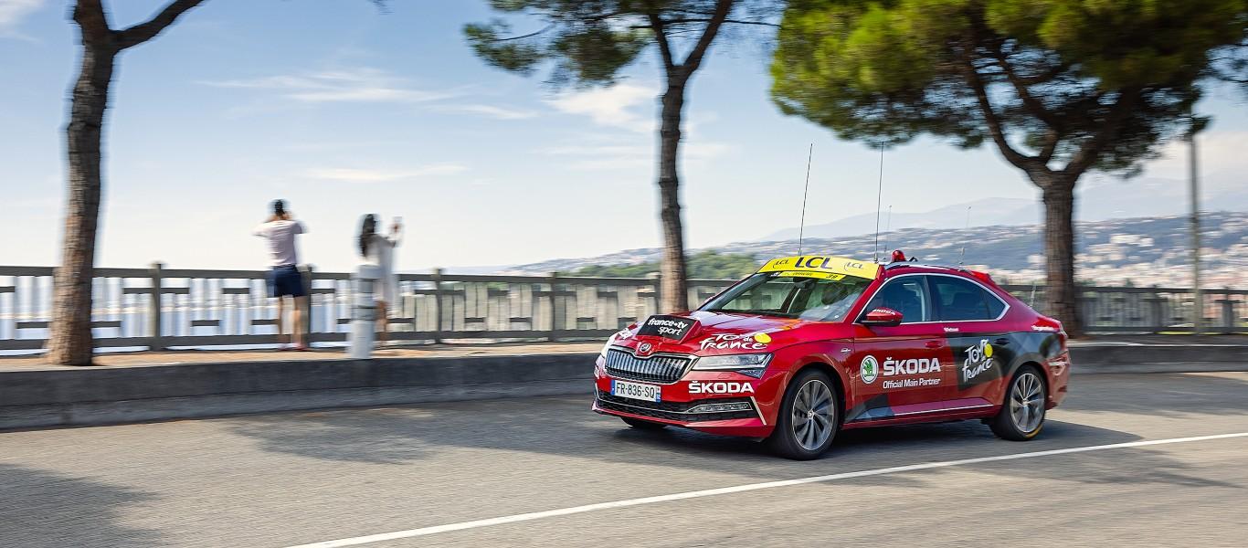 Pourquoi les voitures ŠKODA sont-elles cruciales pour le Tour de France ?
