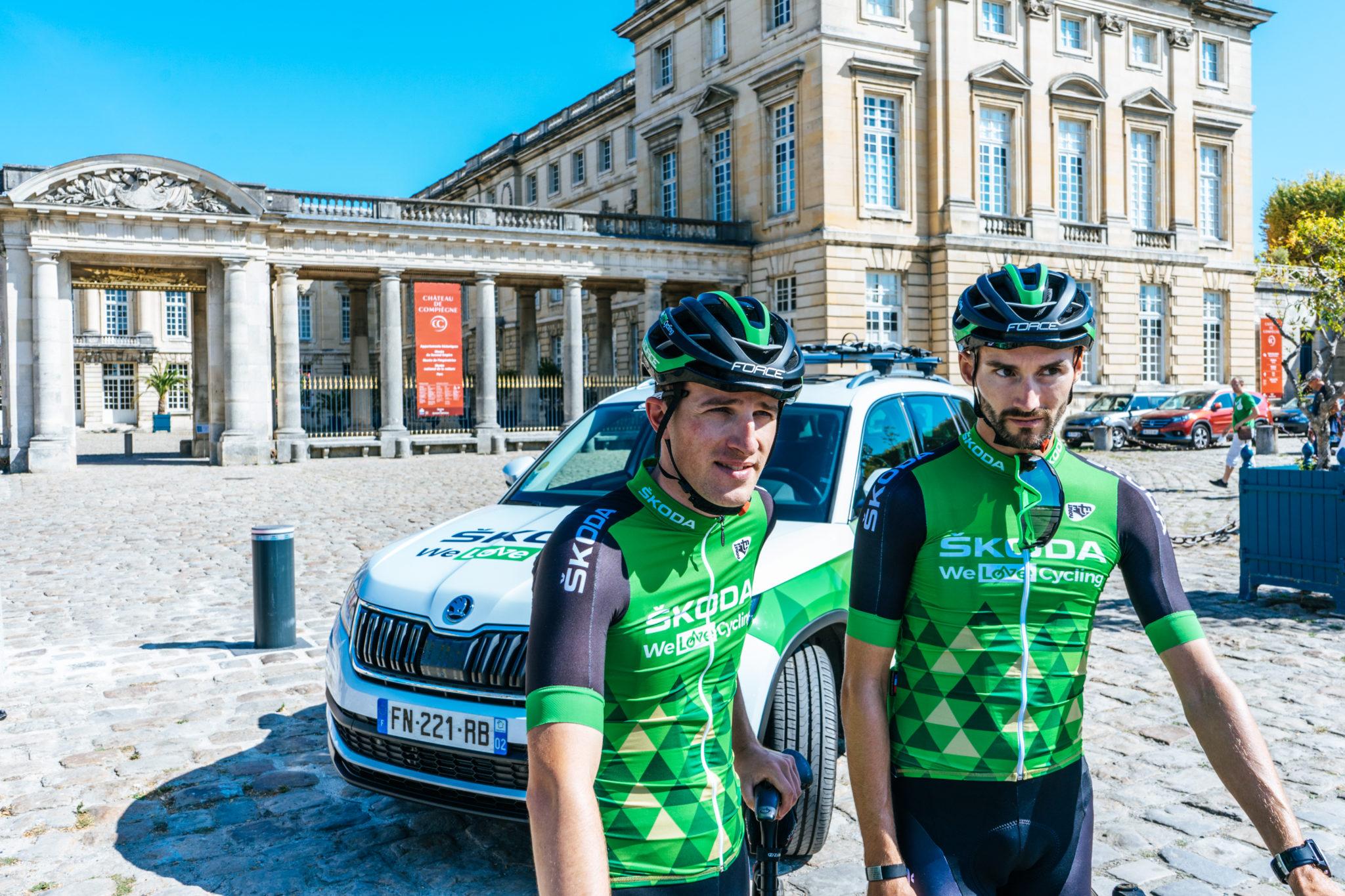Pourquoi faire du vélo ? Et comment ? Les Team Leaders au briefieng de la sortie Club ŠKODA Hauts de France du mois de septembre.