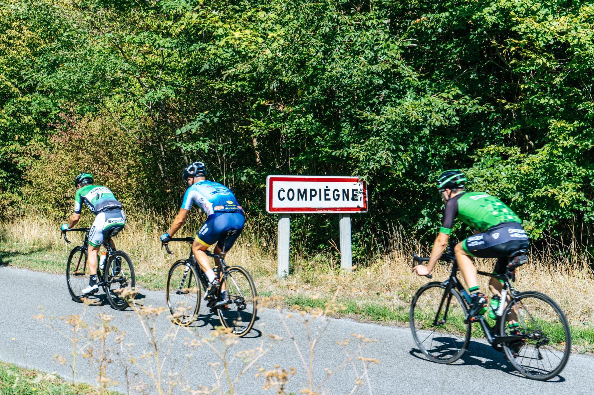 Pourquoi faire du vélo ? Et comment ? Le groupe rentre à Compiègnes, d'où la sortie Club SKODA était partie le matin même.