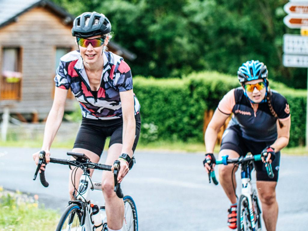 Deux cyclistes à l'entrainement